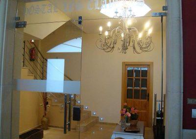 Instalación eléctrica y mantenimiento Hostal Los Claveles (Cuenca)